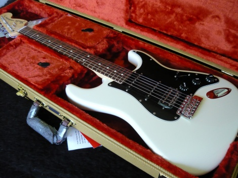 FENDER AMERICAN SPECIAL LIMITED EDITION STRATOCASTER - Olympic White