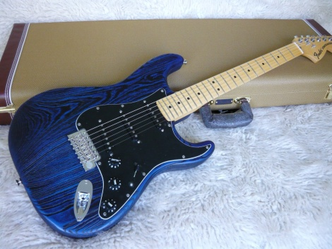 FENDER LIMITED EDITION SANDBLASTED STRATOCASTER - SAPPHIRE BLUE
