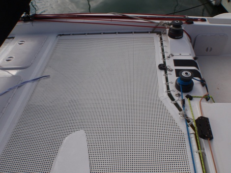 Racing and cruising catamaran trampolines