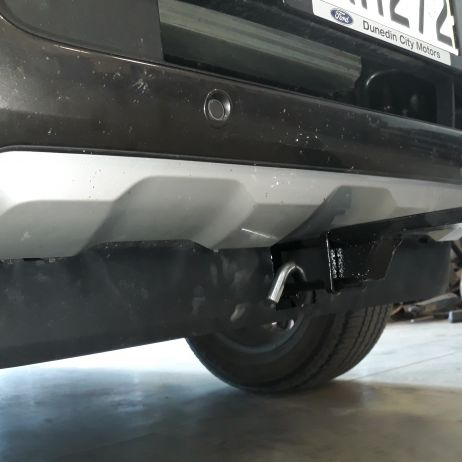 FRONT REMOVABLE TOW BAR