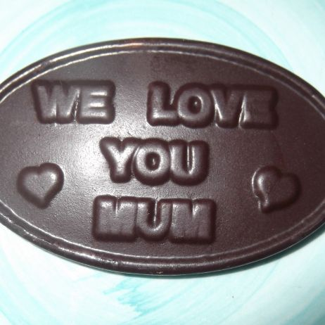 WE LOVE YOU MUM chocolate plaque