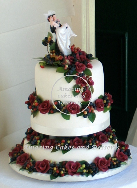 Berries and Roses Weddingcake