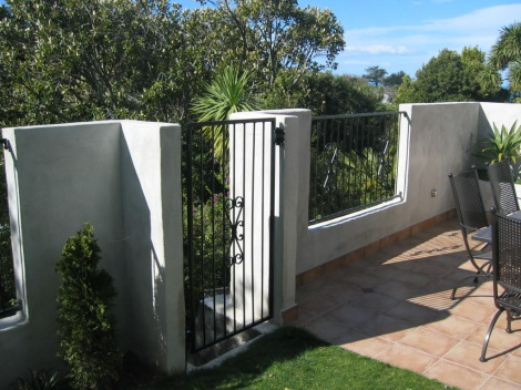 Court Yard Gates & Fences