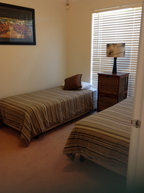 All Seasons Lakefront Getaway 3rd bedroom with 2 single beds
