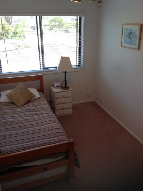 All Seasons Lakefront Getaway 2nd bedroom with 2 single beds