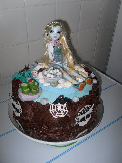 Novelty Monster High cake