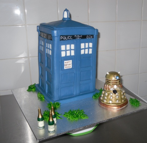 Dr Who Tardis novelty cake