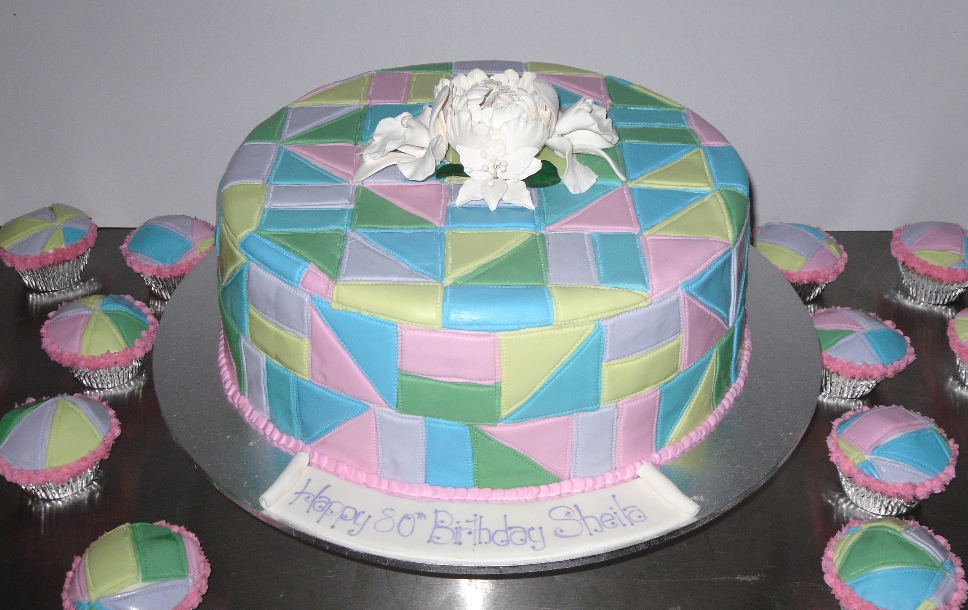 Quilt Pattern Wedding Cake : Patchwork quilt cake - Annette s Heavenly Cakes