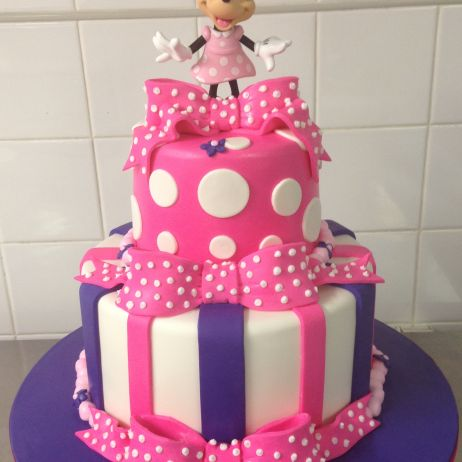 2 tier Minnie cake