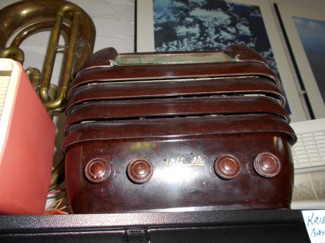 Kriesler bakelite radio - refurbished and in working order