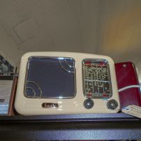 Breville cream radio - refurbished and in working order