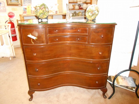 Vintage serpentine front chest of 7 drawers