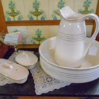 Jug and basin set (including soap holder + toothbrush holder)