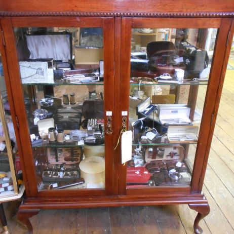 Mahogany mirror back display cabinet with glass shelves