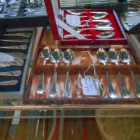 Boxed cutlery sets