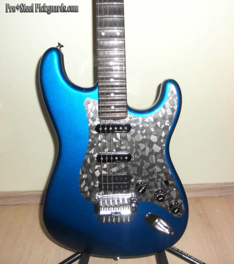 Stacco steel guard on Mihai's HSS Strat