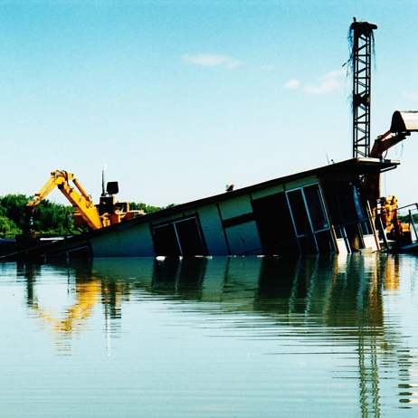 Houseboat Salvage