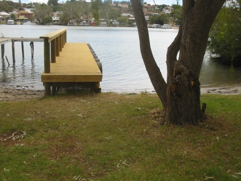 "Jetty at ""Bolto"" Mannum"