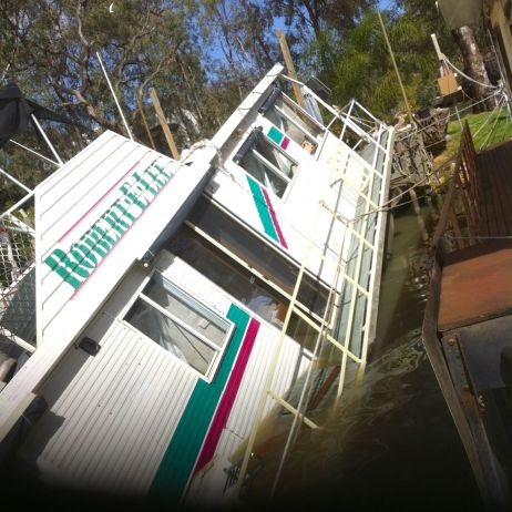 Photo 1 Mannum Houseboat Salvage