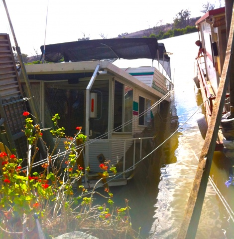 Photo 2 Mannum Houseboat Salvage