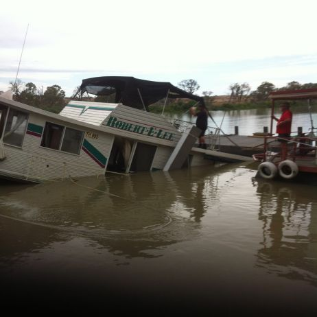 Photo 3 Mannum Houseboat Salvage