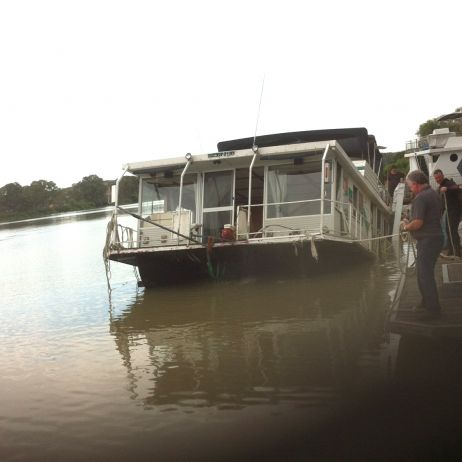 Photo 5 Mannum Houseboat Salvage