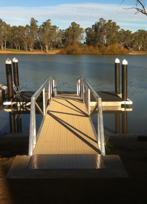 Floating Jetty at Swan Reach