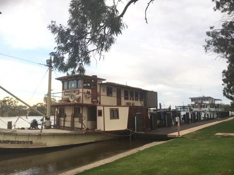 "Mannum Wharf with the ""Amphibious"""