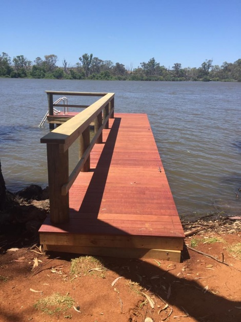 Jetty Mannum with Ladder