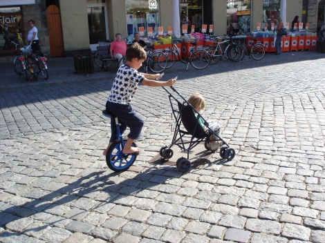 Unicycle stroller