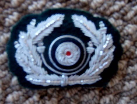 OFFICER'S CAP WREATH