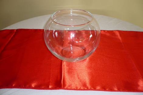 Round glass vase centre piece