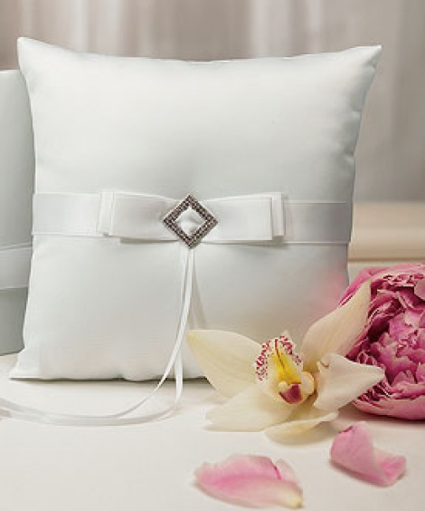 PURE ELEGANCE RING PILLOW