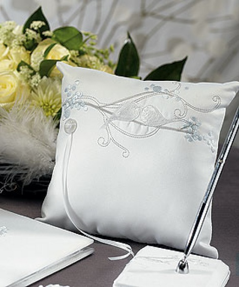 LOVE BIRD RING PILLOW WHITE