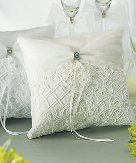 TAPESTRY RING PILLOW WHITE