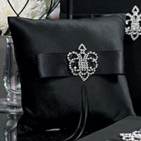 CROWNED JEWEL RING PILLOW BLACK