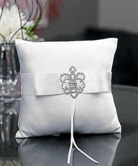 CROWNED JEWEL RING PILLOW WHITE