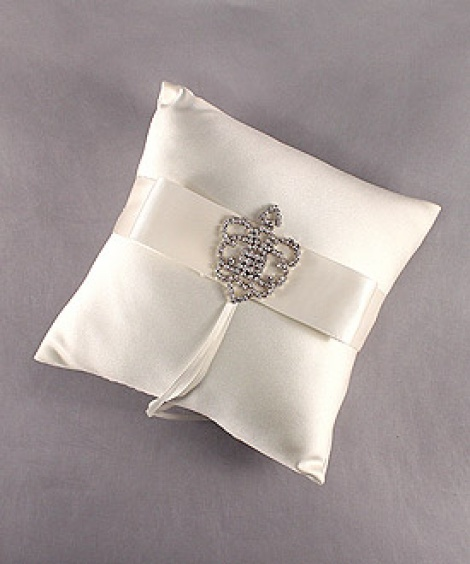 CROWNED JEWEL RING PILLOW IVORY