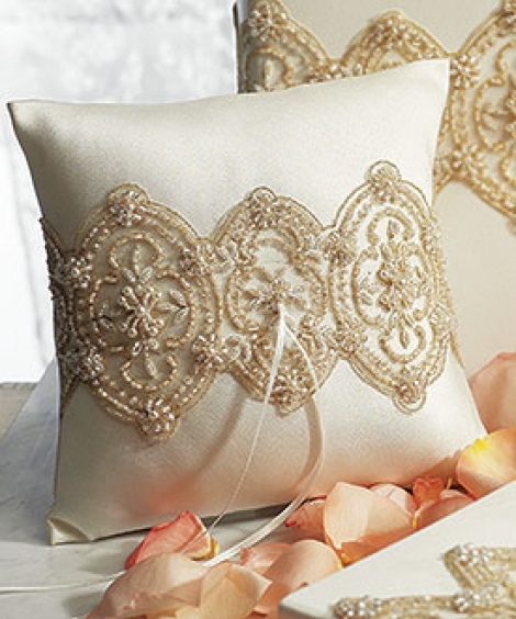 LUXE RING PILLOW IVORY