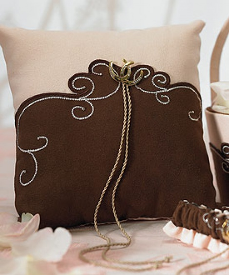 VINTAGE COUNTRY RING PILLOW