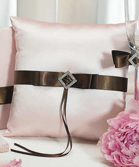 CHOCOLATE & STRAWBERRY CREAM RING PILLOW