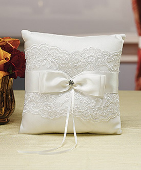 FRENCH LACE RING PILLOW WHITE