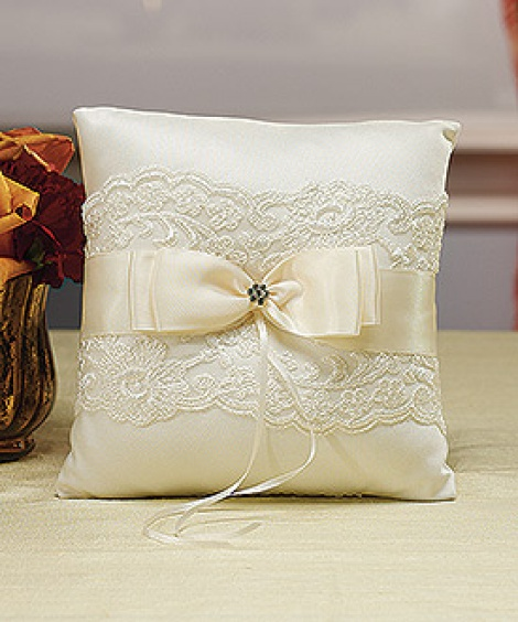 FRENCH LACE RING PILLOW IVORY