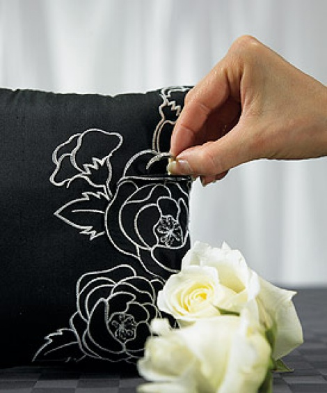 SILHOUETTES IN BLOOM RING PILLOW BLACK
