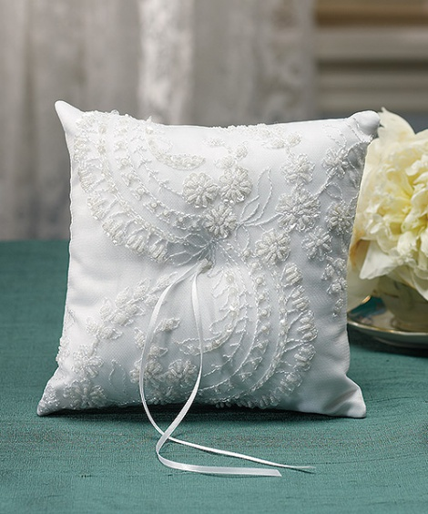 VENETIAN ELEGANCE RING PILLOW WHITE