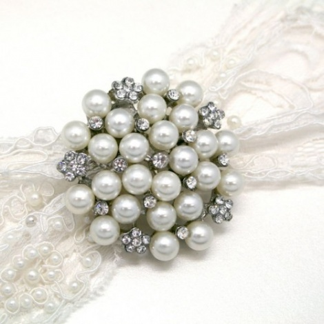 BIJOUX LARGE RHINESTONE AND PEARL BROOCH