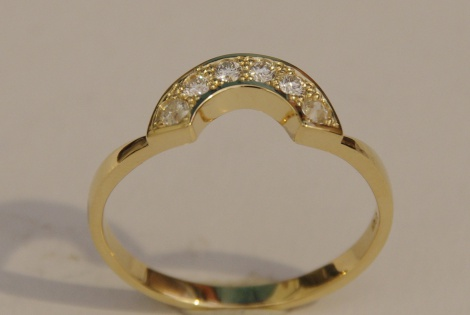 Diamond set fitted wedding ring