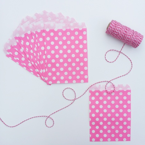 10 SPOTTY PAPER BAGS - BRIGHT PINK