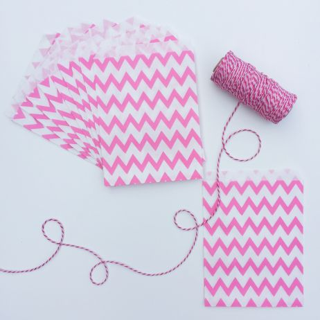 10 CHEVRON PAPER BAGS - BRIGHT PINK