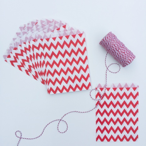 10 CHEVRON PAPER BAGS - RED